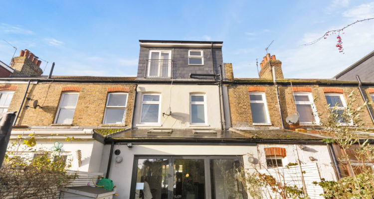 Lindum Road, Hampton, London, TW12